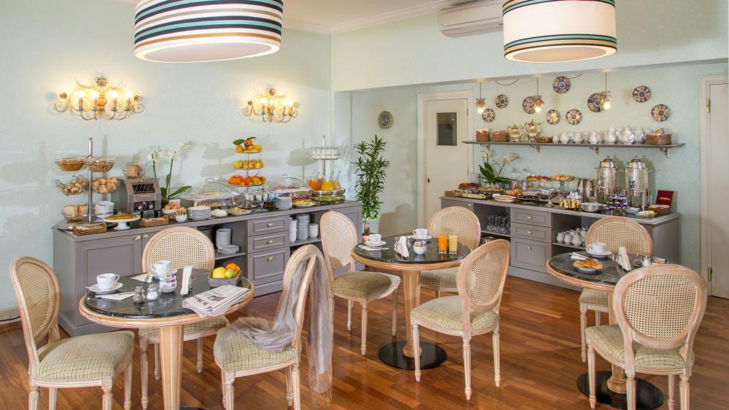 Hotel-Mozart-Roma-salle-de-petit-déjeuner