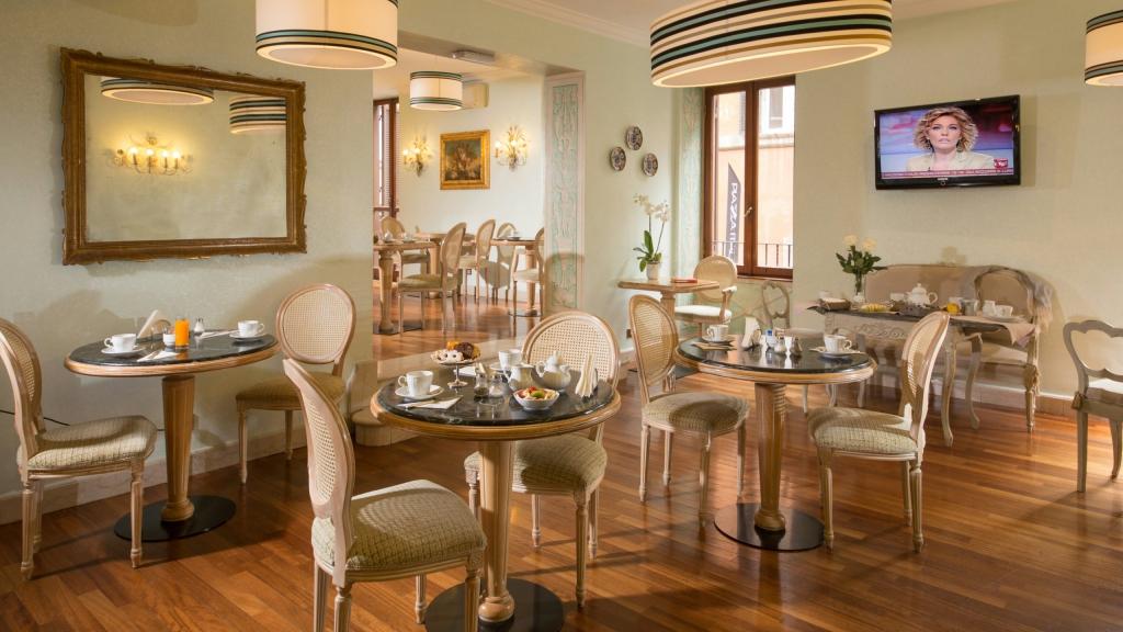Hotel-Mozart-Roma-salle-de-petit-déjeuner-5