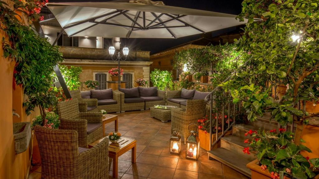 Hotel-Mozart-Roma-terraza-noche