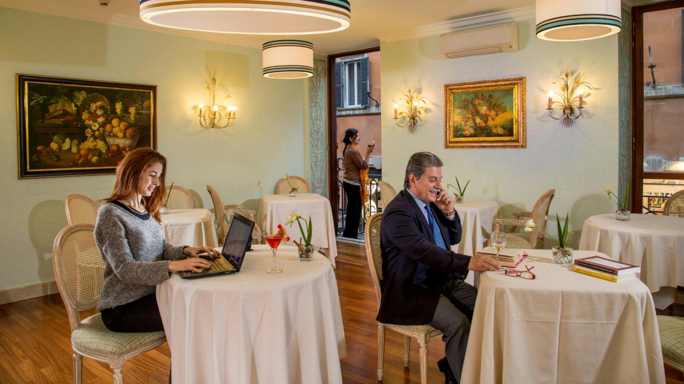 Hotel-Mozart-Roma-salle-de-petit-déjeuner-4