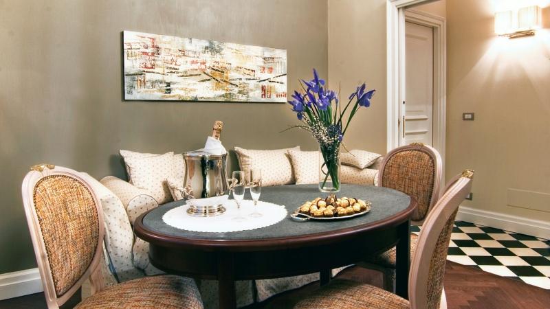 Vivaldi-Luxury-Rooms-Roma-chambre-suite-entrée