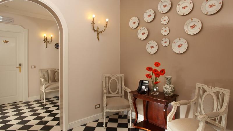Vivaldi-Luxury-Rooms-Roma-camera-elegance-ingresso
