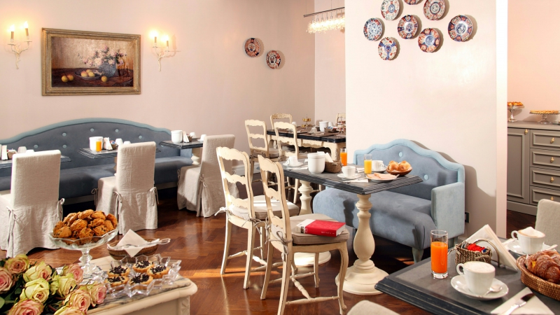 Vivaldi-Luxury-Rooms-Rome-breakfast-room