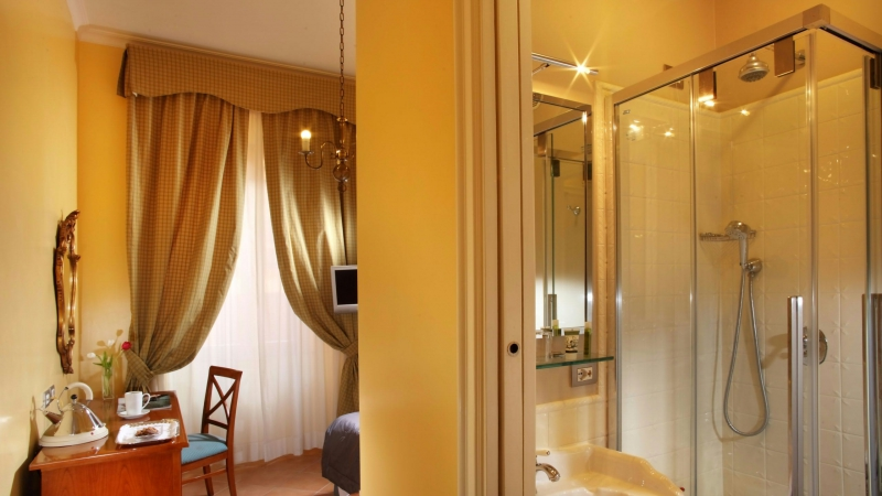 Hotel-Mozart-Rome-bathroom-room